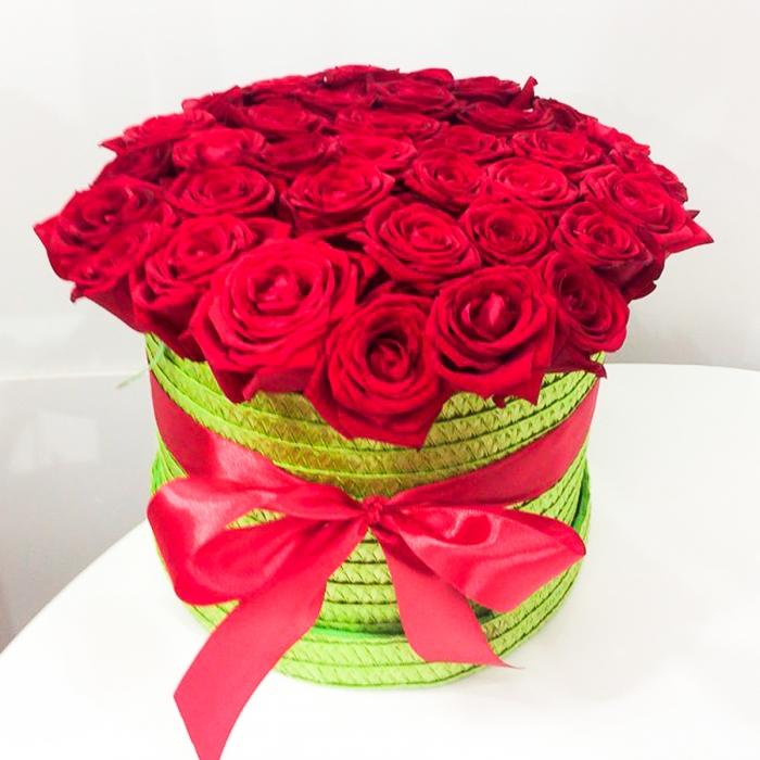 51 красная роза в шляпной коробке