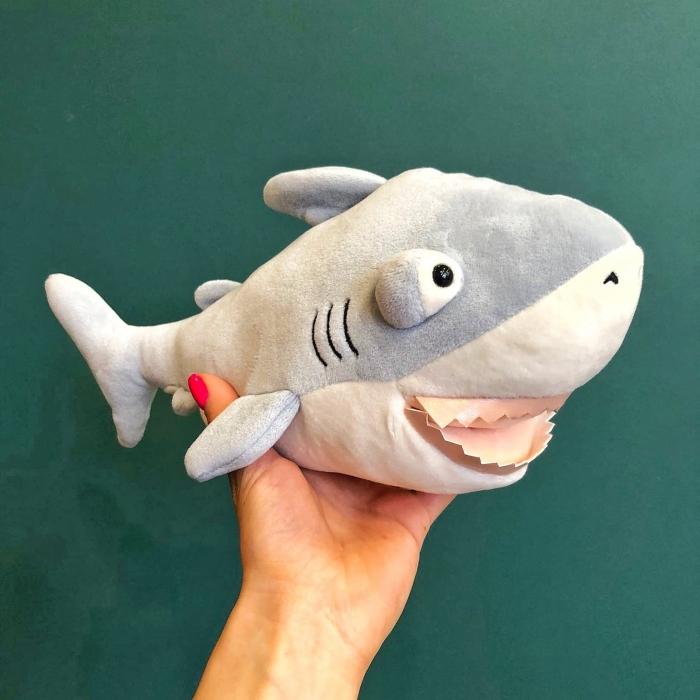 Мягкая игрушка-подушка Акула Эдвин 35 см с кармашком для рук