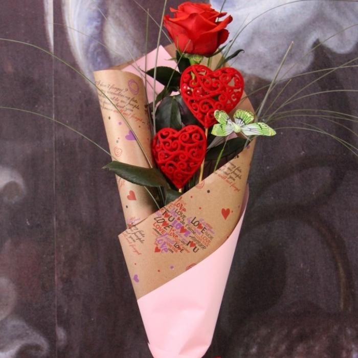 Комплимент из розы и топперов