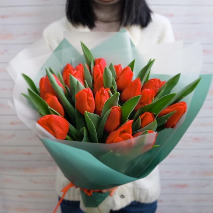 Букет из 25 рыжих тюльпанов