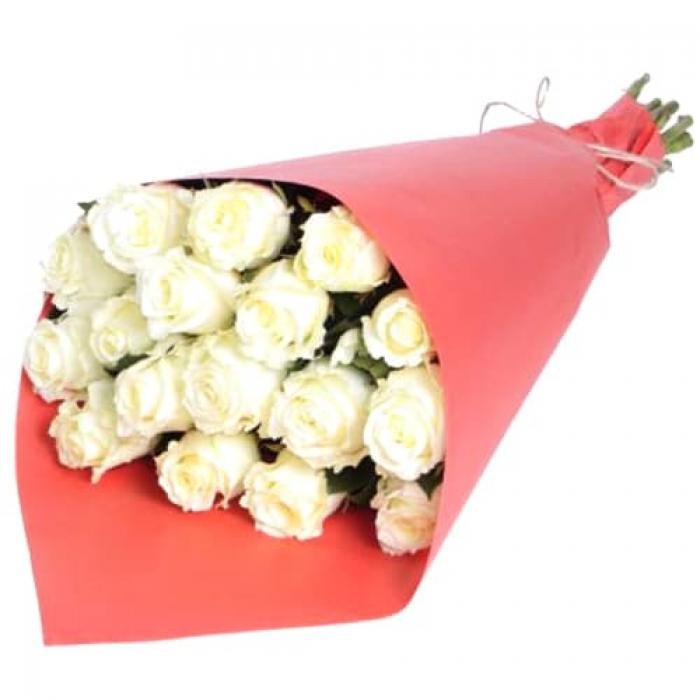 Крафт-букет из 17 белых голландских роз 70 см!