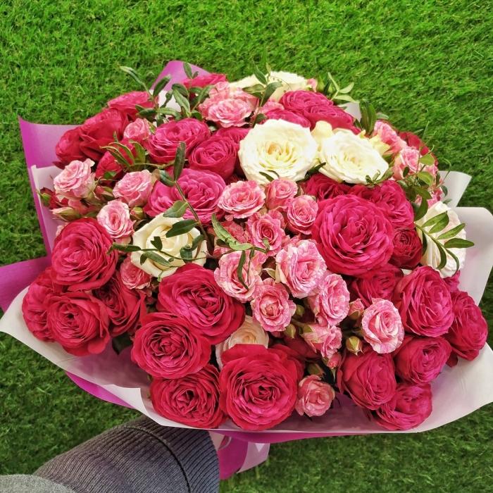 """Букет кустовых роз """"Реальная любовь"""""""