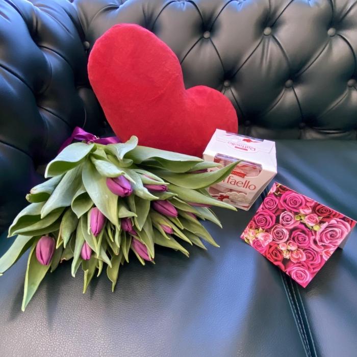 Подарочный набор «Весенний» сиреневые тюльпаны +   сердце