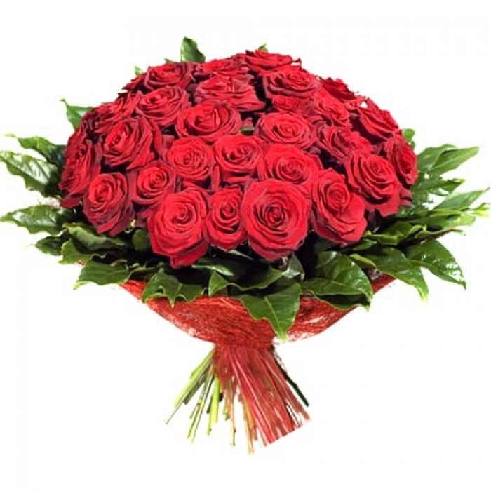 Букет из 51 красной розы с зеленью
