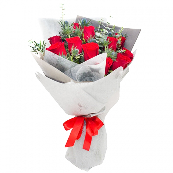 """Букет из красных роз с зеленью """"Модерн"""""""