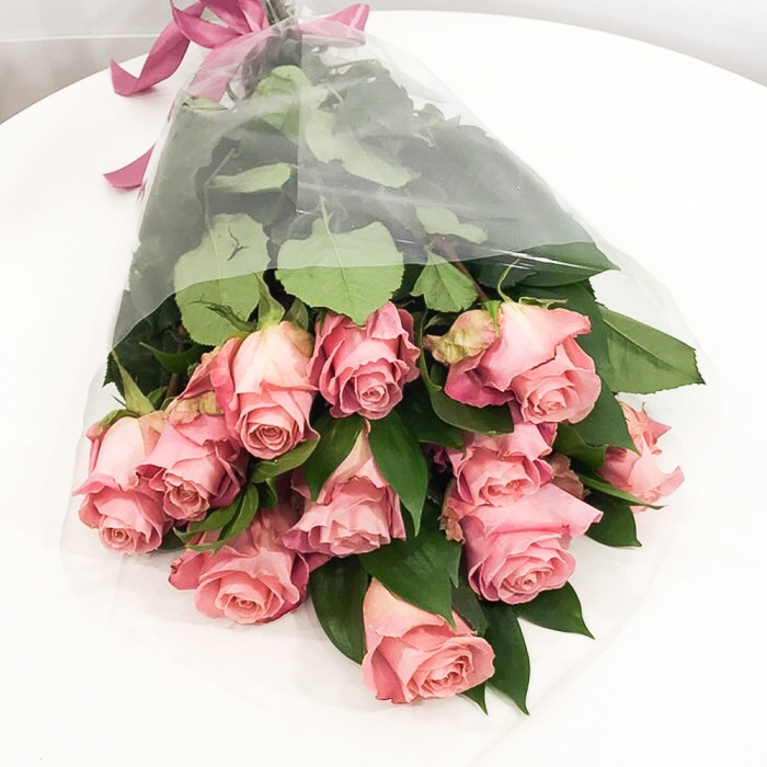 11 розовых голландских роз