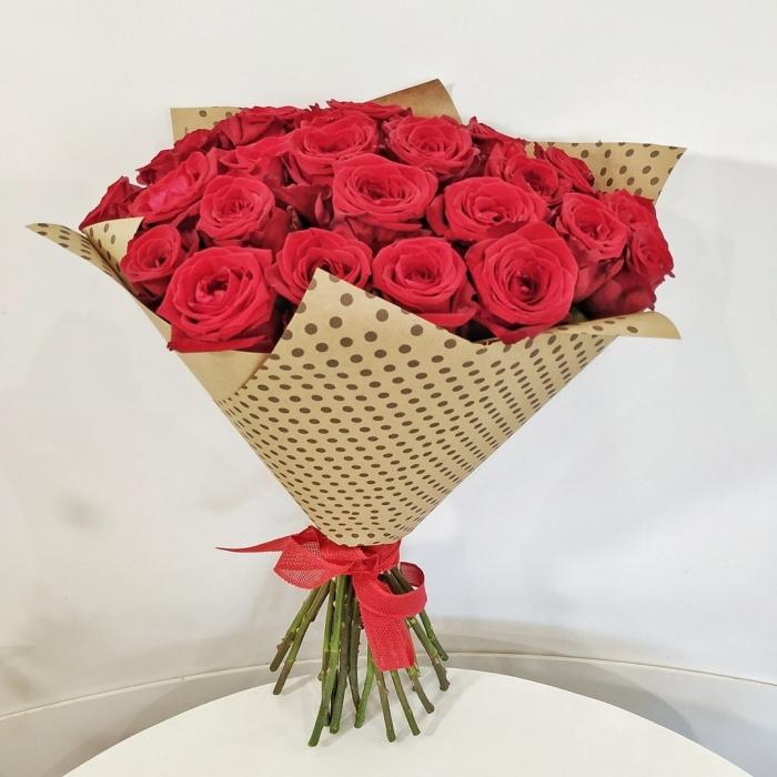Крафт-букет из 27 красных розз + подарок!