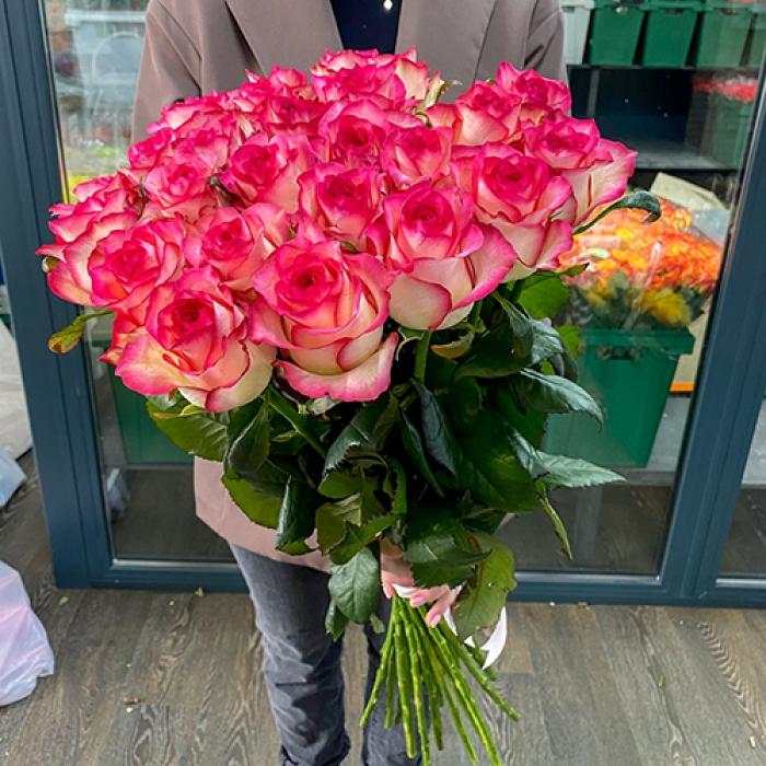 Букет из 19 роз Джумилия 70 см