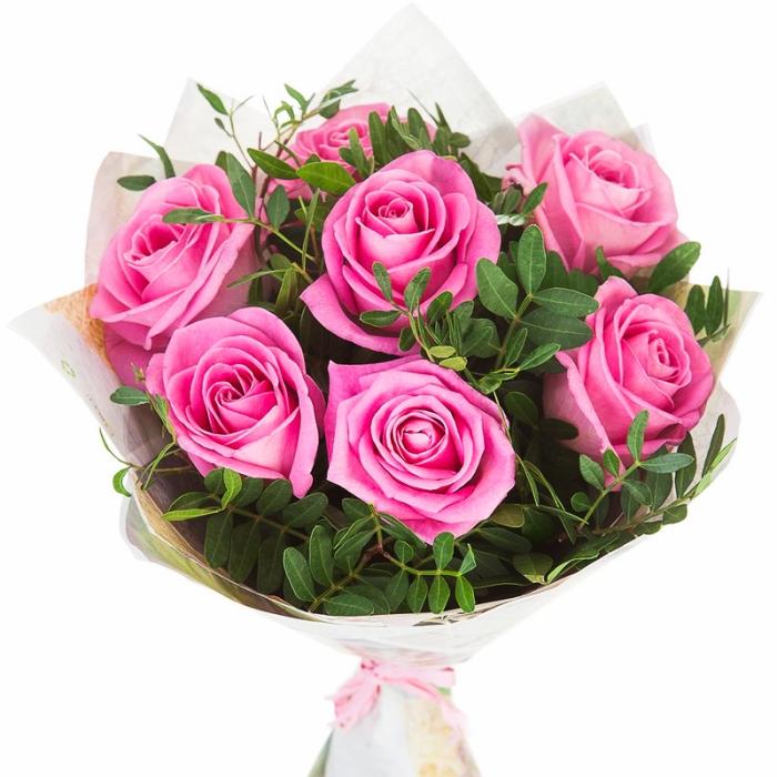 Букет из 7 розовых роз с зеленью
