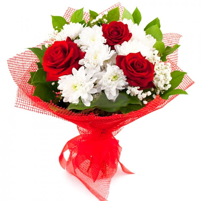 """Букет из роз и хризантем """"Маленькая прелесть"""""""