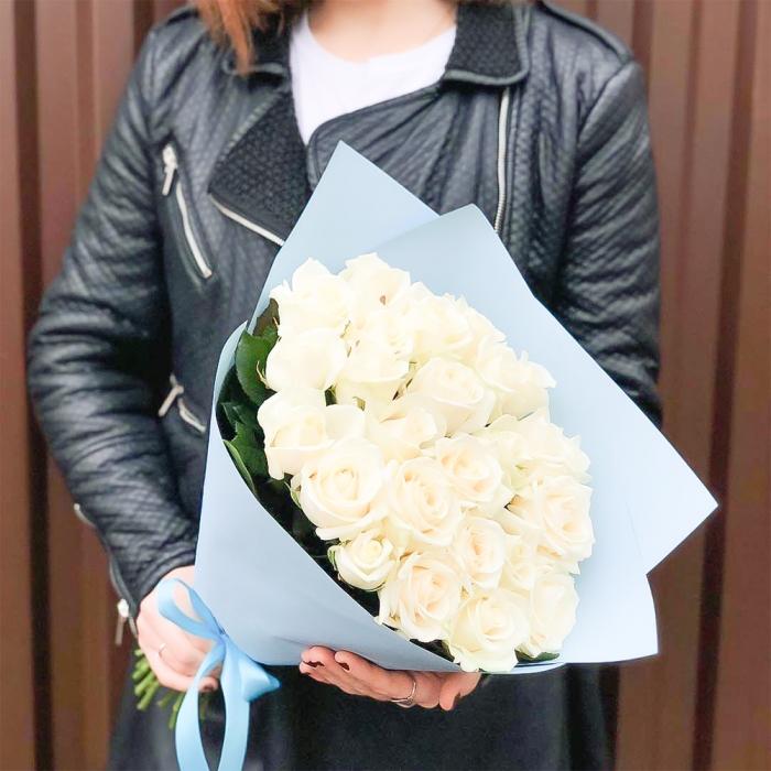 Букет из 21 белых роз 50 см