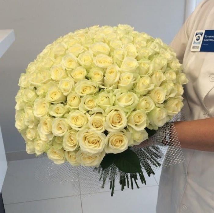 Букет из 151 белой розы