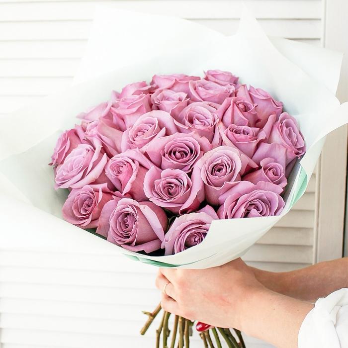 Букет из 25 фиолетовых роз