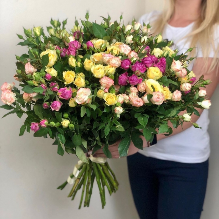 Букет из 25 кустовых роз Мария