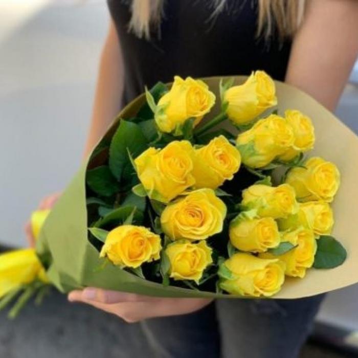 Букет из 15 желтых роз 70 см