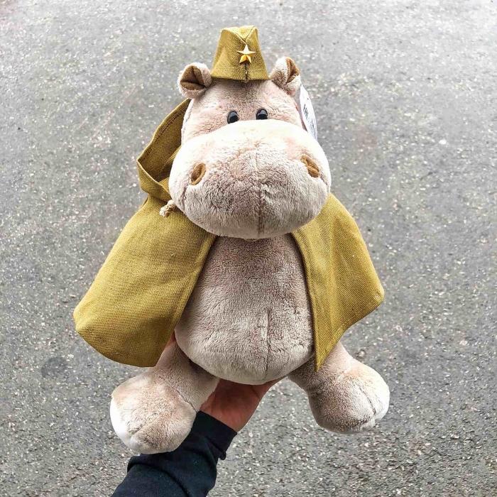 Мягкая игрушка Бегемот солдат 20 см