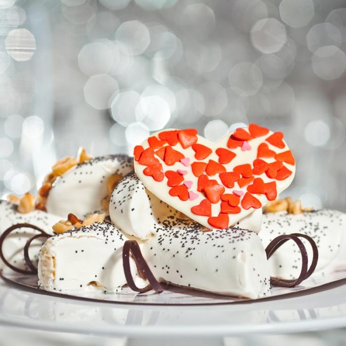 Торт «Золотой абрикос» Love ( Предзаказ 1 день)