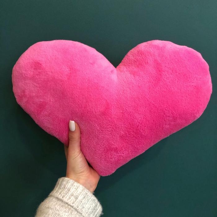 Мягкая игрушка в виде сердца 30 см розовое