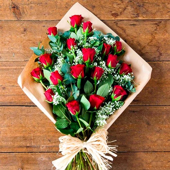 """Крафт-букет из 19 красных роз """"Восхищение"""""""