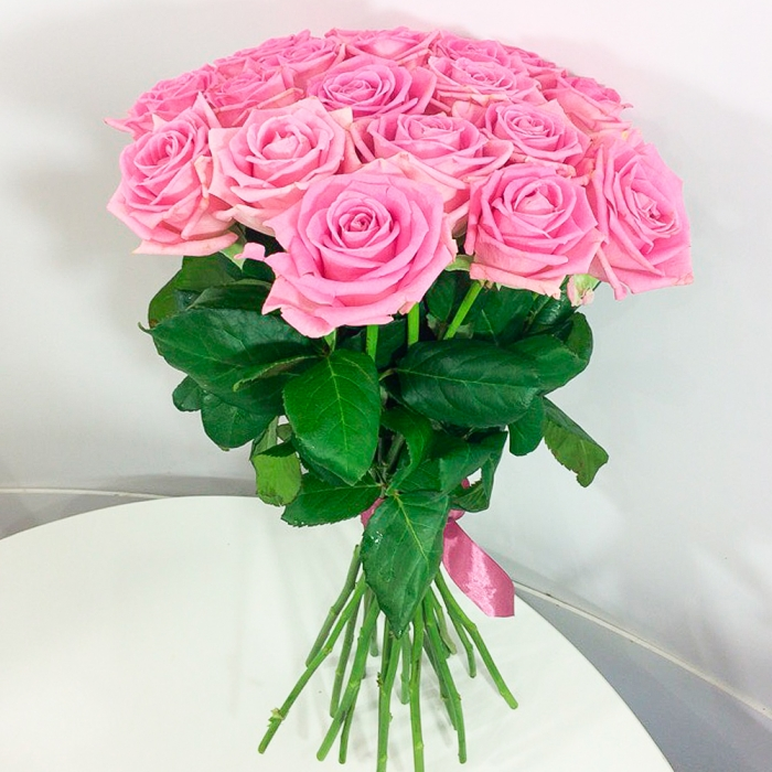 Букет из 21 розовой розы 50 см