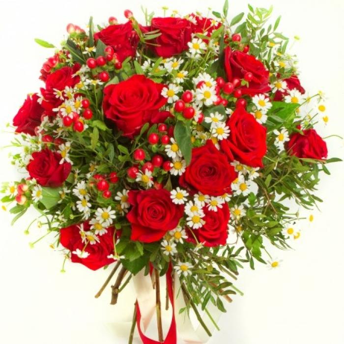 """Букет из роз и ромашки """"Изысканный вечер"""""""