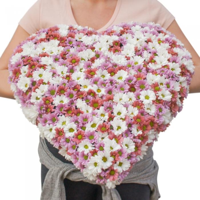 Сердце из хризантем