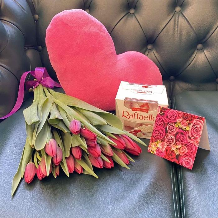Подарочный набор «Весенний» красные тюльпаны +  розовое сердце