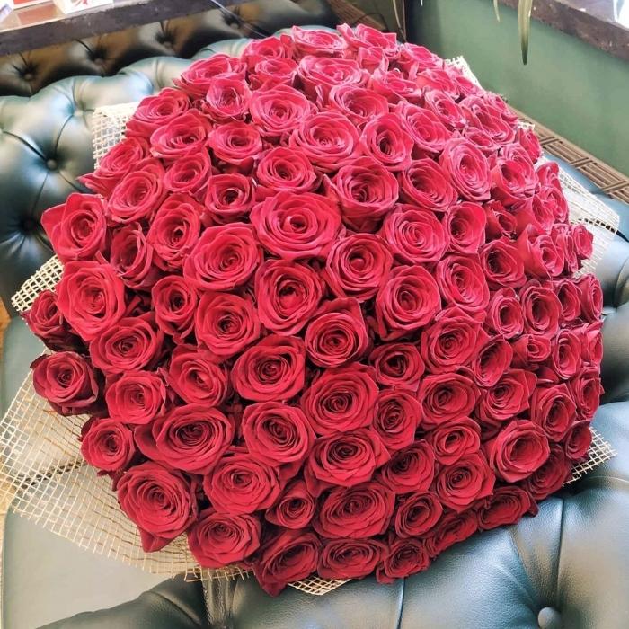 Букет Ангел страсти из 101 красной розы 70 см