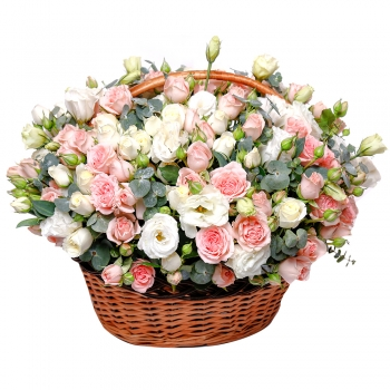 Самая нежная корзинка из роз и эустом