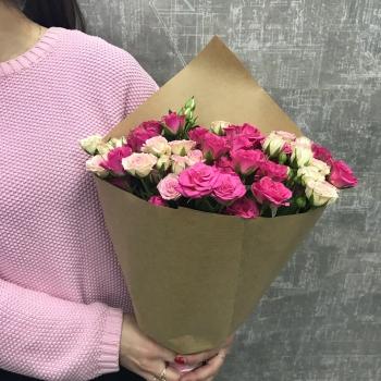 Крафт-букет из кустовых роз