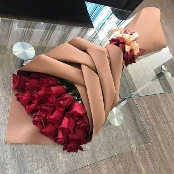 19 красных роз 70 см