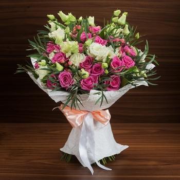 """Букет из роз и эустом """"Розовое Перо"""""""