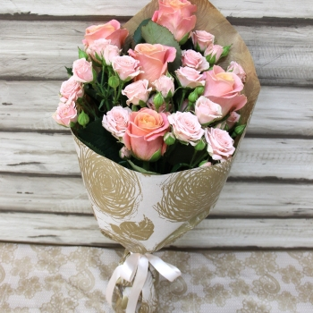 "Крафт-букет из роз ""Нежный вечер"""