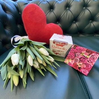 Подарочный набор «Весенний» белые тюльпаны +  сердце