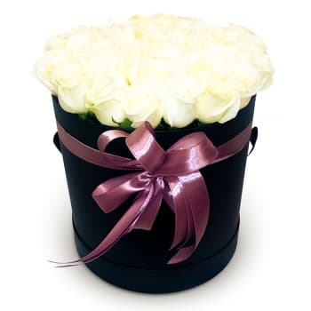 39 белых роз в шляпной коробке