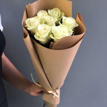 Букет из 7 белых роз 70 см