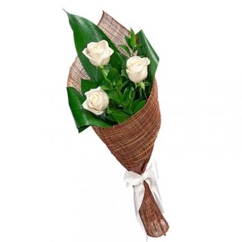 Букет из 3 белых роз 70 см с зеленью