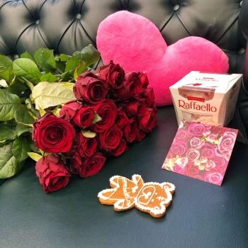Подарочный набор «От сердца»  красные розы 50 см + розовое сердце + конфеты