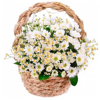 Корзина с ромашками и хризантемами