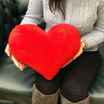 Мягкая игрушка в виде сердца 30 см
