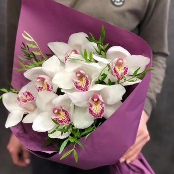 Букет из 7 розовых орхидей