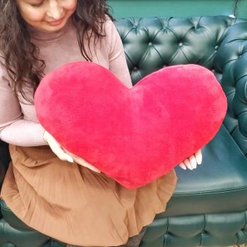 Мягкая игрушка в виде сердца 60 см