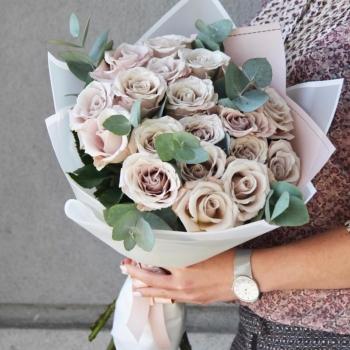 Букет из 15  роз сорта Мента 50 см