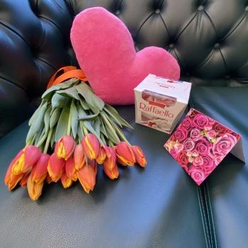 Подарочный набор «Весенний» рыжие тюльпаны +  розовое сердце