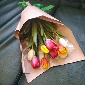 Букет из 9 тюльпанов Радуга