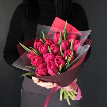 Букет из 25 темно розовых тюльпанов