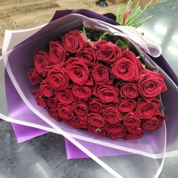 Букет из 35 красных роз Притягательность