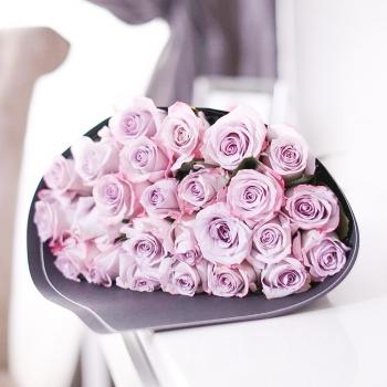 Крафт-букет из 25 роз сорта Армандо