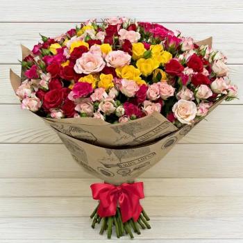 Букет из 25  веточек кустовых роз Комплимент