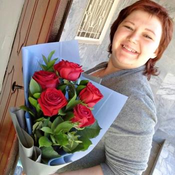 """Букет из 5 красных роз 70 см """"Первый поцелуй"""""""